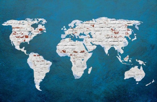 Карта мира на кирпичной стене