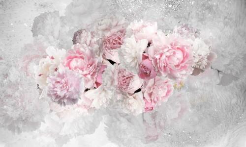 Нежные пионы в розовом цвете на черно белом фоне