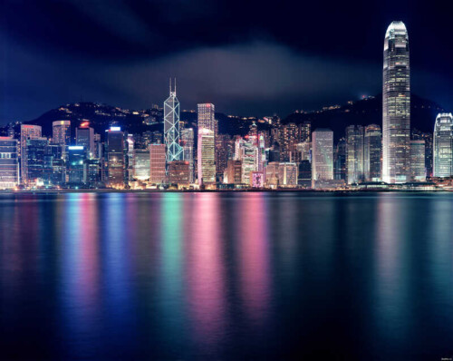 Ночной город на берегу океана